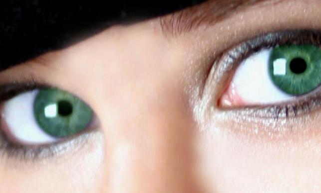 İri Göz İsteyenlere Göz Makyajı Önerileri
